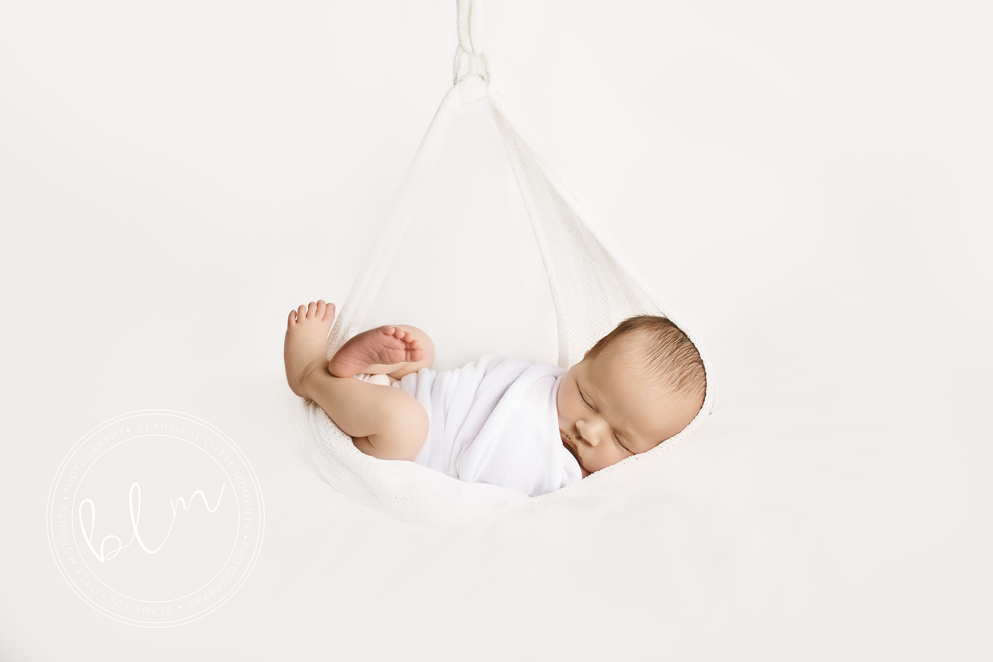 newborn-baby-photo-shoot-epsom-surrey-white-hamock