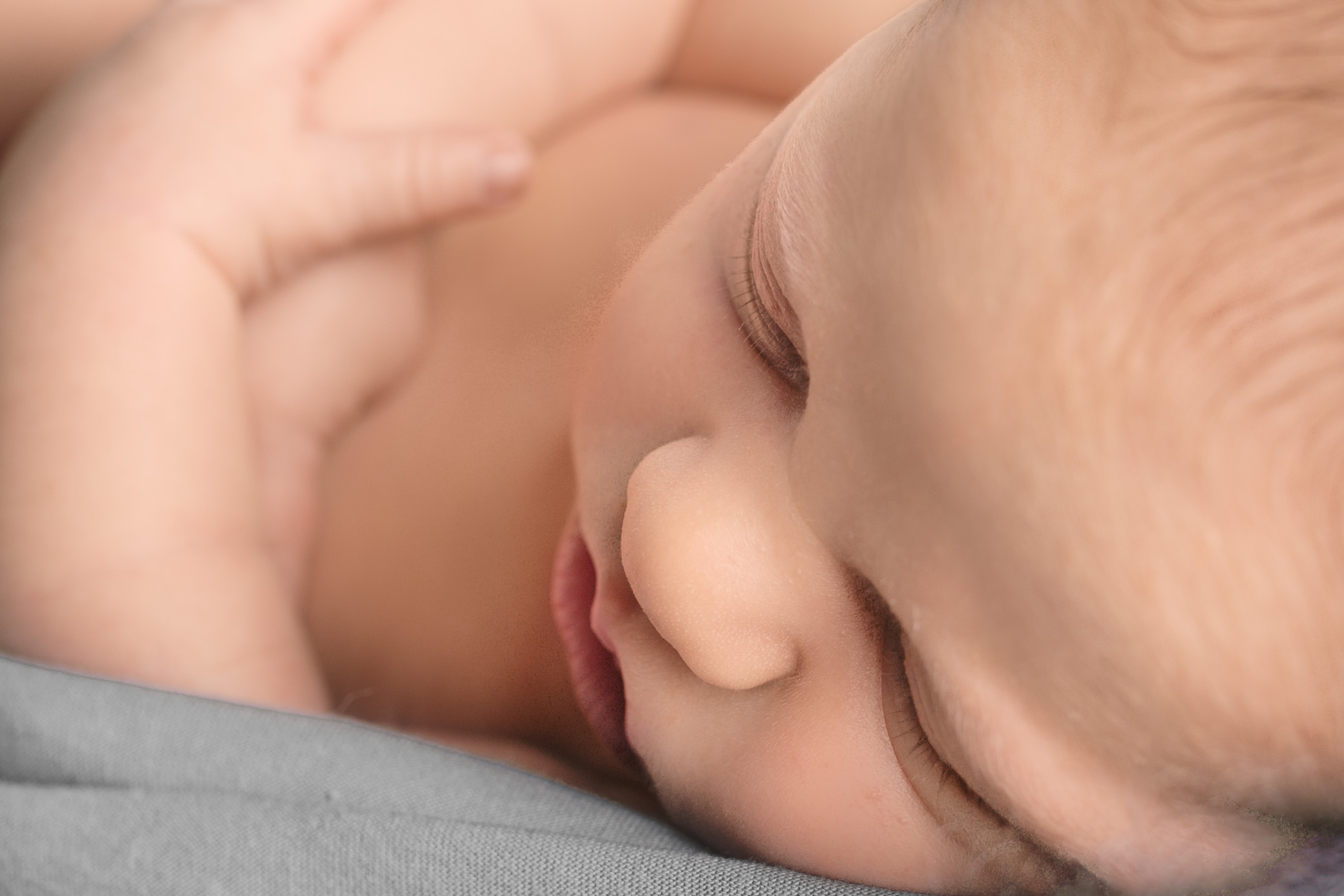 newborn-boy-details-features-1